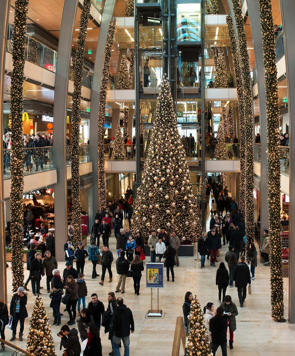 Saving Money and Managing Spending this Christmas Season